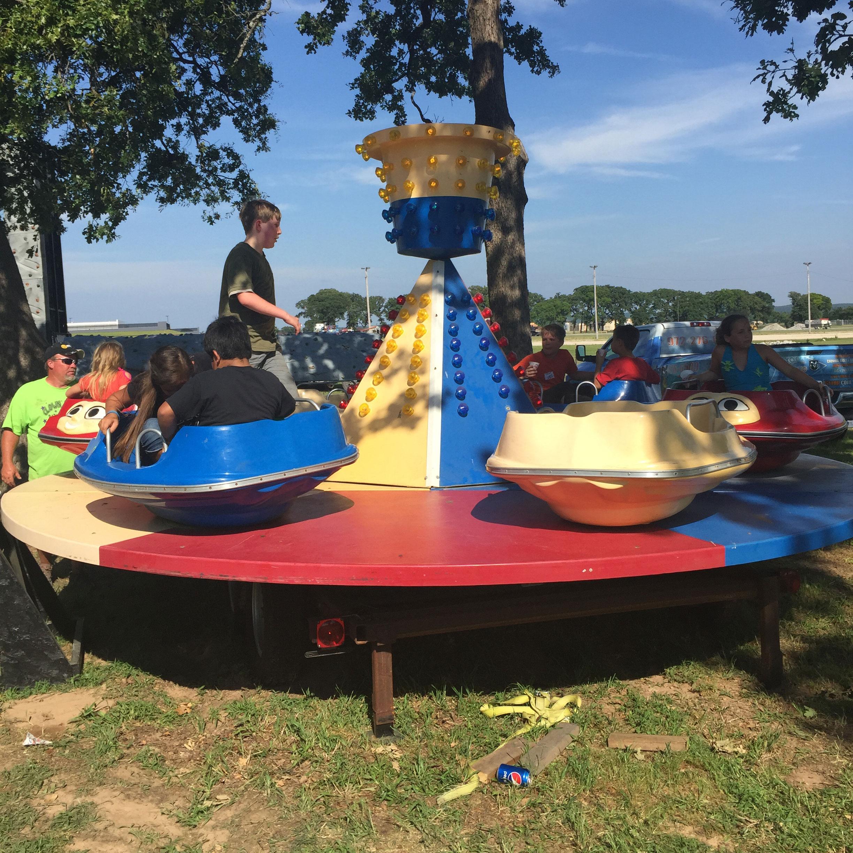 Swinging Tea Cup Carnival Rides